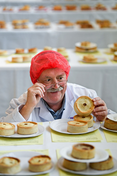 Business Finance and Industry「Bakers Take Part In The Annual Scotch Pie Championships」:写真・画像(18)[壁紙.com]