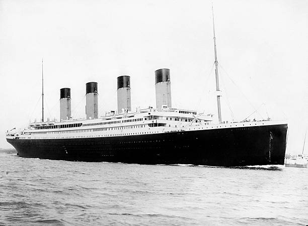 Digitally restored vintage maritime history photo of the RMS Titantic departing Southampton on April 10, 1912.:スマホ壁紙(壁紙.com)