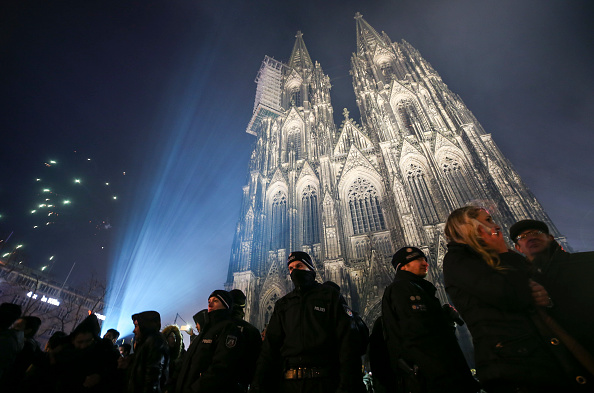 Guarding「Cologne Celebrates New Year's Eve Under Heightened Security」:写真・画像(10)[壁紙.com]