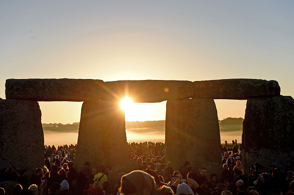 Summer「Celebrations Of The Summer Solstice Take Place At Stonehenge」:写真・画像(10)[壁紙.com]