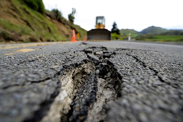 Road「7.5 Magnitude Earthquake Hits New Zealand」:写真・画像(10)[壁紙.com]