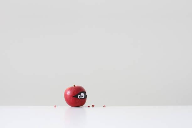 Red apple with eyes hiding inside:スマホ壁紙(壁紙.com)