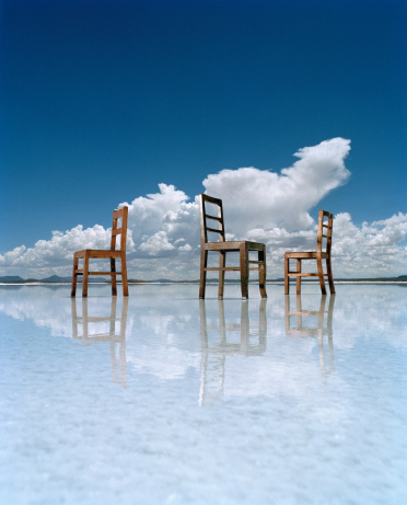 Mystery「Three chairs on salt flat」:スマホ壁紙(17)