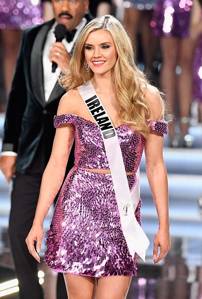Sequin Skirt「The 2017 Miss Universe Pageant」:写真・画像(10)[壁紙.com]