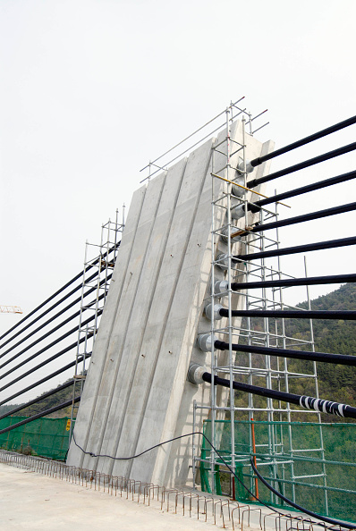 Construction Equipment「Detail of short pier and cable anchorages on concrete highway bridge at Pyungyuk in South Korea with extra -dosed prestressed concrete box girder deck」:写真・画像(6)[壁紙.com]