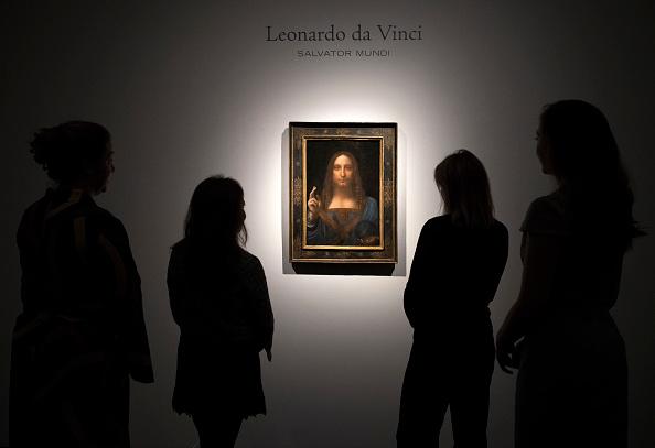Christie's「Christie's Previews Leonardo Da Vinci's Salvator Mundi Prior To Auction」:写真・画像(16)[壁紙.com]