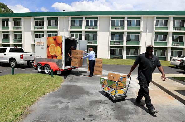 Sam Greenwood「Feeding Northeast Florida Delivers Meals To Senior Care Facilities In Jacksonville」:写真・画像(10)[壁紙.com]