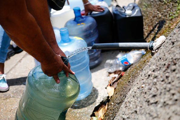 Water「Ongoing Political Turmoil Sparks More Protests As Venezuela's Power Grid Fails」:写真・画像(15)[壁紙.com]