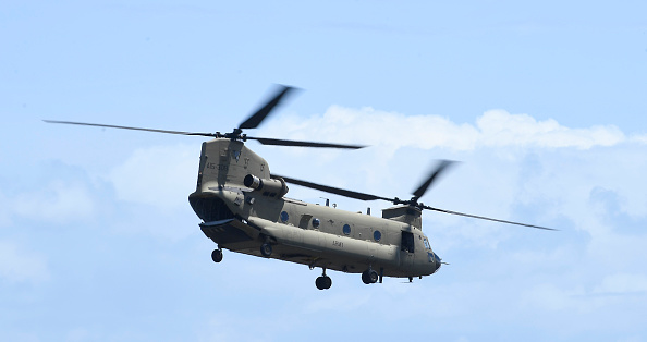 CH-47 Chinook「Chinook Helicopters Deploy To Assist In Firefighting Operations As Bushfires Continue To Burn Across Australia」:写真・画像(8)[壁紙.com]