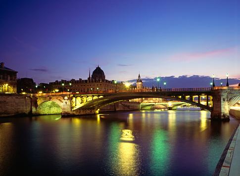 Famous Place「Second oldest bridge in Paris at night」:スマホ壁紙(16)