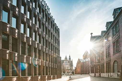 UNESCO「old lane in Bremen with historic brick buildings」:スマホ壁紙(10)