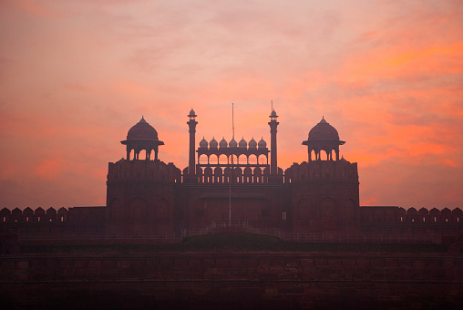 Delhi「Lahore Gate at the Red Fort, Lal Qila, seat of Mughal power and a symbol of Indian nationhood, Delhi, India」:スマホ壁紙(14)