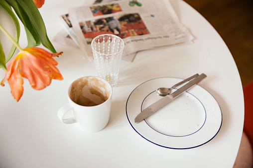 Teaspoon「Breakfast table with newspaper after using」:スマホ壁紙(13)