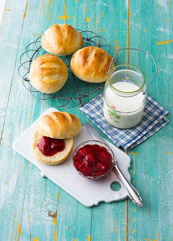 Bun - Bread「Breakfast table with rolls and jam」:スマホ壁紙(4)
