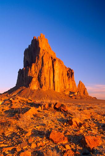 Basalt「Shiprock in Desert Against Blue Sky」:スマホ壁紙(10)