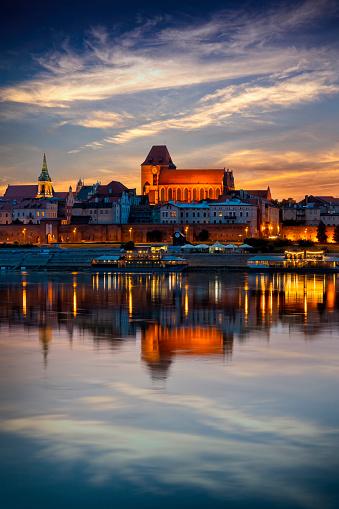 Gothic Style「Old Town in Torun and River Vistula, Poland」:スマホ壁紙(0)