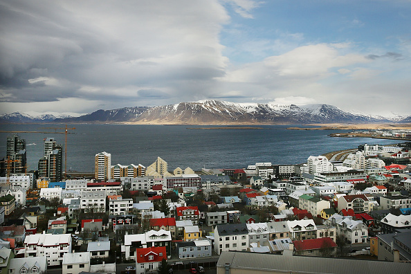 Horizontal「Iceland's Prime Minister Under Pressure To Resign After 'Panama Papers' Detail Offshore Holdings」:写真・画像(3)[壁紙.com]