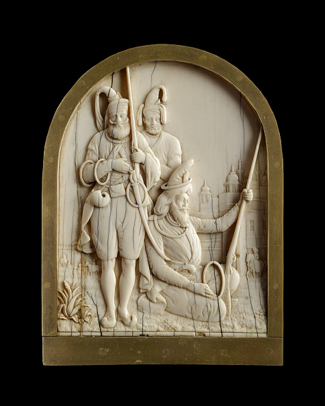 Black Background「Ivory Plaque Depicting Three Sikh Warriors」:写真・画像(15)[壁紙.com]