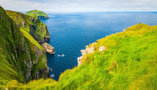 Hirta「Scotland dramatic sea cliffs Outer Hebrides St Kilda islands panorama」:スマホ壁紙(3)