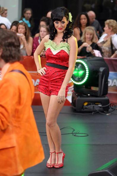 スイカ「Katy Perry, Pussycat Dolls And Jesse McCartney Perform On NBC's 'Today'」:写真・画像(4)[壁紙.com]