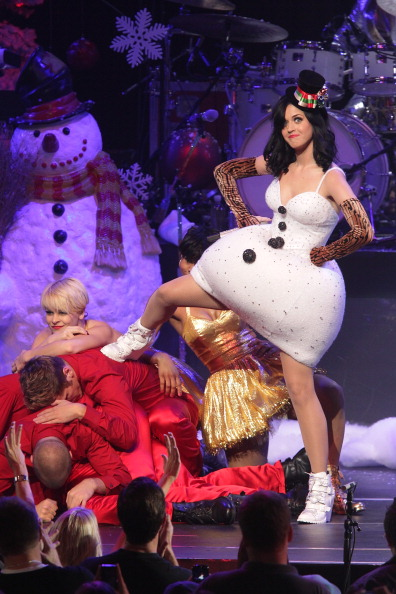 全身「KIIS FM's Jingle Ball 2010 - Show」:写真・画像(8)[壁紙.com]