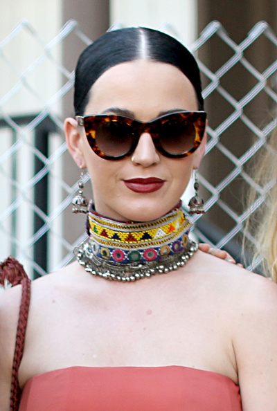Choker「Street Style At The 2015 Coachella Valley Music And Arts Festival - Weekend 1」:写真・画像(1)[壁紙.com]