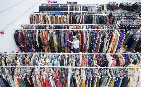 Second Hand Sale「Royal Shakespeare Company Hold 'Costume Jumble Sale'」:写真・画像(2)[壁紙.com]
