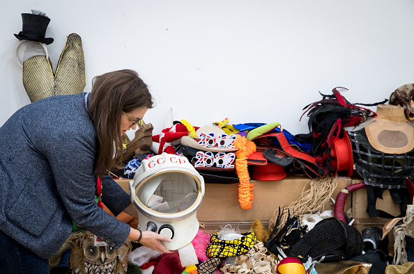 Second Hand Sale「Royal Shakespeare Company Hold 'Costume Jumble Sale'」:写真・画像(15)[壁紙.com]