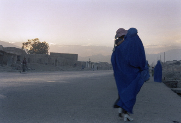 Kabul「Afghan Woman in Burka with Child」:写真・画像(3)[壁紙.com]