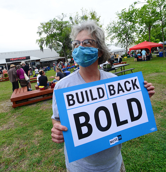 Recovery「Floridians Take Action In Gainesville For An Economic Recovery And Infrastructure Package Prioritizing Climate, Care, Jobs, And Justice, Call On Congress To Pass The THRIVE Act」:写真・画像(10)[壁紙.com]