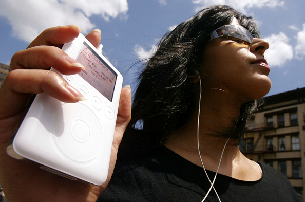Listening「iPods Triple Apples Quarterly Earnings」:写真・画像(17)[壁紙.com]