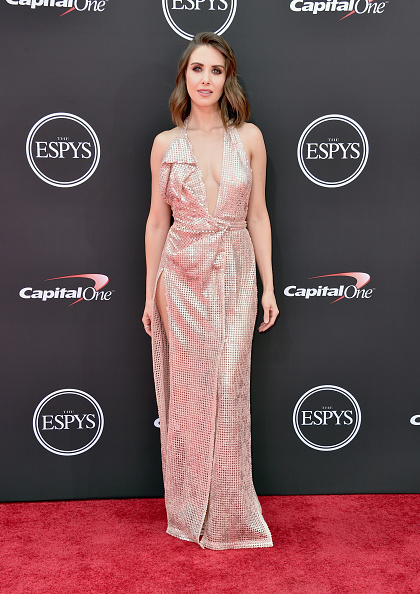 Alison Brie「The 2018 ESPYS - Arrivals」:写真・画像(3)[壁紙.com]