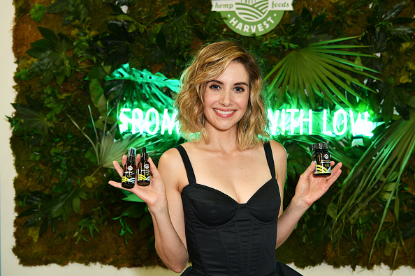 Alison Brie「Manitoba Harvest Partners With Alison Brie To Launch New Broad Spectrum Hemp Extract With CBD」:写真・画像(6)[壁紙.com]