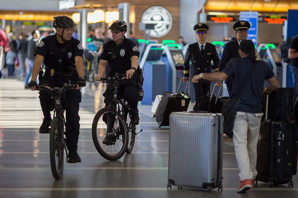 LAX Airport「Los Angeles Beefs Up Security At Transportation Hubs After Brussels Bombings」:写真・画像(0)[壁紙.com]