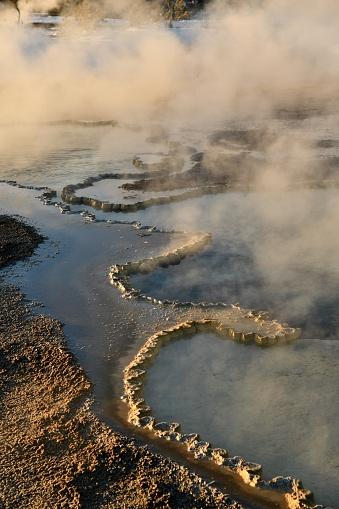 地質構造「古い忠実な間欠泉盆地」:スマホ壁紙(13)