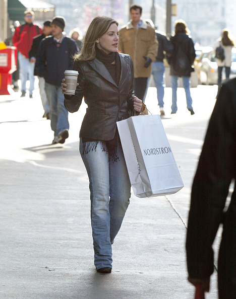 Tote Bag「Shoppers Get A Jump Start On The Holiday Shopping Season」:写真・画像(17)[壁紙.com]