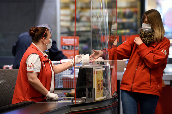 Austria「Austria Requires Supermarket Shoppers To Wear Protective Masks」:写真・画像(0)[壁紙.com]