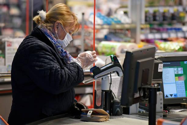 Austria Requires Supermarket Shoppers To Wear Protective Masks:ニュース(壁紙.com)