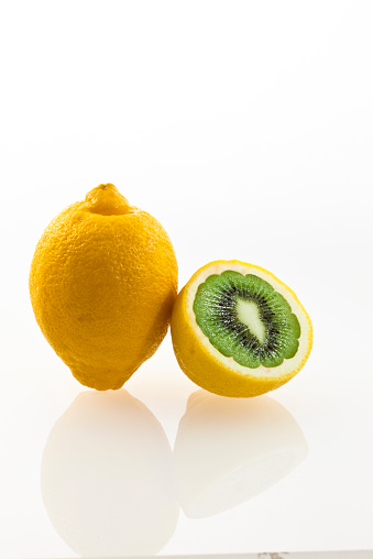 Kiwi「Kiwi inside lemon」:スマホ壁紙(1)