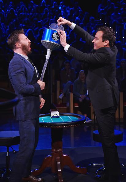 俳優「Chris Evans Visits 'The Tonight Show Starring Jimmy Fallon'」:写真・画像(7)[壁紙.com]