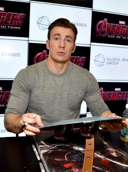 俳優「Marvel's 'Avengers: Age Of Ultron' Booth Signing During Comic-Con International 2014」:写真・画像(10)[壁紙.com]