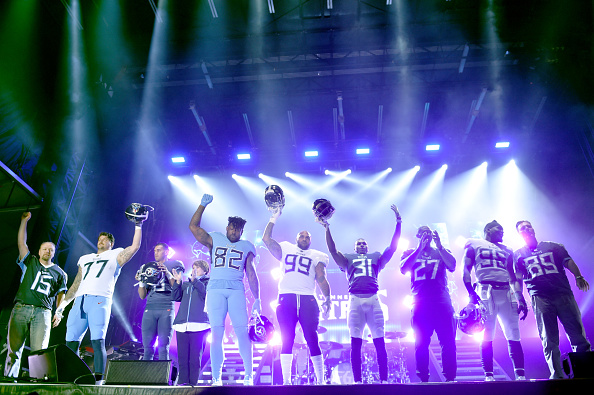 "Uniform「Multi-Platinum Superstar Duo Florida Georgia Line And The NFL's Tennessee Titans Team Up For The ""Tradition Evolved"" Concert Event In Downtown Nashville To Celebrate The Titans New 2018 Uniforms」:写真・画像(8)[壁紙.com]"