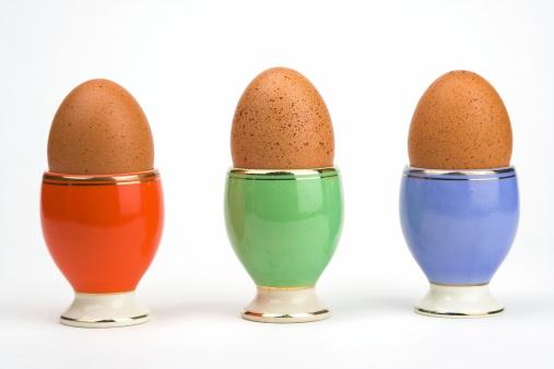 ゆで卵立て「卵 1 個または 3」:スマホ壁紙(19)