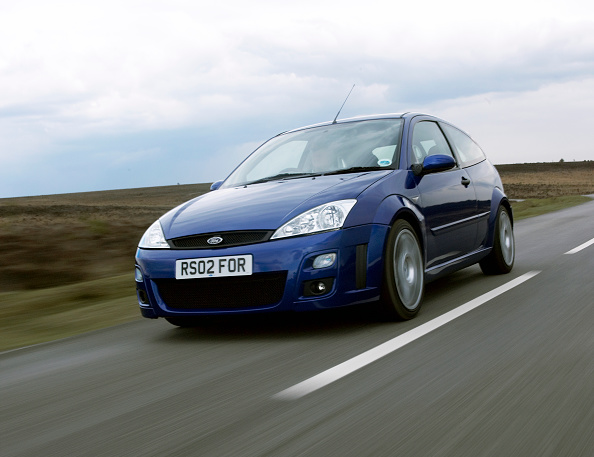 Country Road「2002 Ford Focus RS」:写真・画像(19)[壁紙.com]