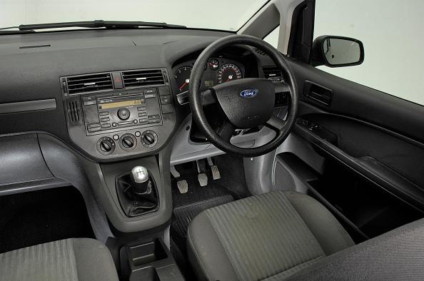 Dirty「2004 Ford Focus C-Max」:写真・画像(5)[壁紙.com]