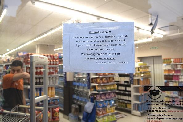 Latin America「Supermarkets Set Aside Shopping Hour Exclusively For Seniors To Prevent Coronavirus Spread」:写真・画像(12)[壁紙.com]