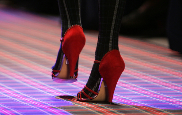 Human Foot「Betsey Johnson Fall 2005 - Runway」:写真・画像(7)[壁紙.com]