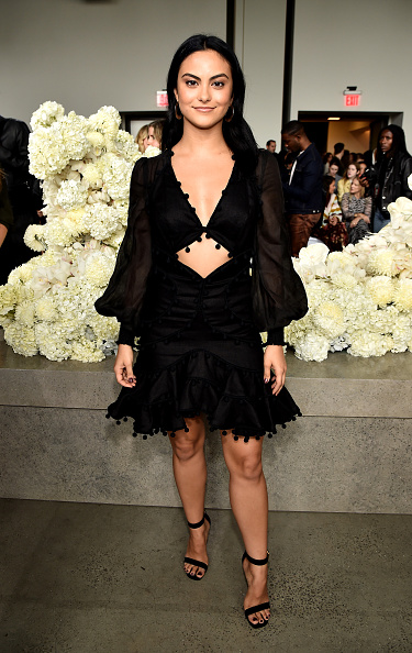 Camila Mendes「Zimmermann - Front Row - September 2018 - New York Fashion Week: The Shows」:写真・画像(12)[壁紙.com]