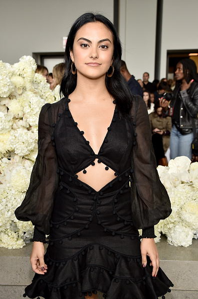 Camila Mendes「Zimmermann - Front Row - September 2018 - New York Fashion Week: The Shows」:写真・画像(11)[壁紙.com]