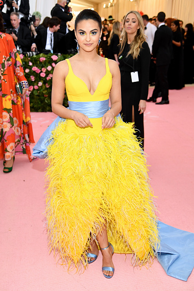 Camila Mendes「The 2019 Met Gala Celebrating Camp: Notes on Fashion - Arrivals」:写真・画像(6)[壁紙.com]